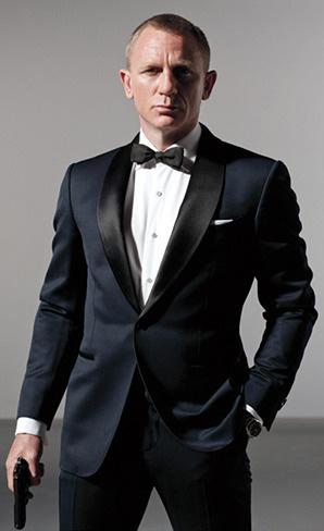 daniel-craig-dark-blue-tuxedo